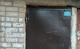 Покраска входных дверей в доме по адресу ул. 1-я Нейвинская, 1